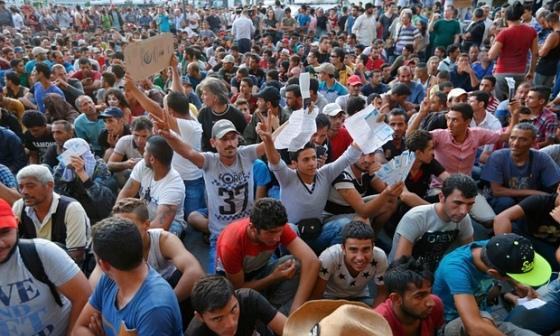 mostly-men-muslim-refugee